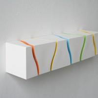 Spieker Modulreflektiert, 2011, Porzellan, Glasuren, 10 x 47 x 10 cm www.kyraspieker.de
